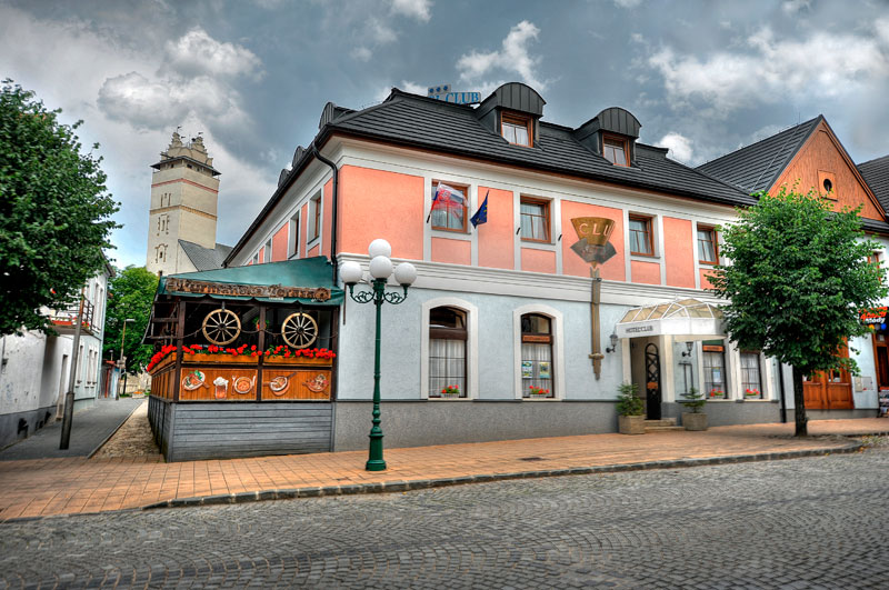 http://www.hotelclubkezmarok.sk/images/gallery/hotel/club-exterier.jpg